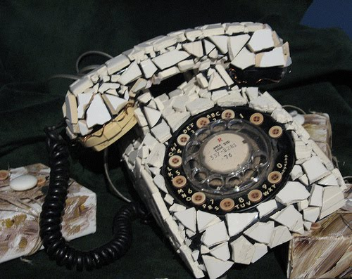 http://tvxs.gr/sites/default/files/article/2012/32/102736-broken_phone_.jpg