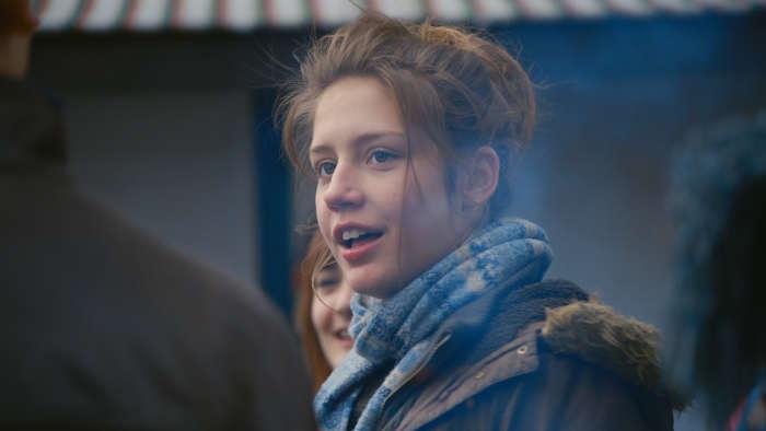 Λεσβιακό σαγηνεύει διστακτικός κορίτσι