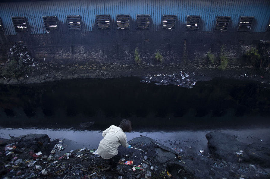 «Είχα πάει σε όλα αυτά τα ποτάμια πριν και πάντα με ενοχλούσε ότι οι  επιπτώσεις της βιομηχανίας της μόδας περνούσαν απαρατήρητες. Παρότι ήταν  πολύ σοβαρές ... 7e84de455e4
