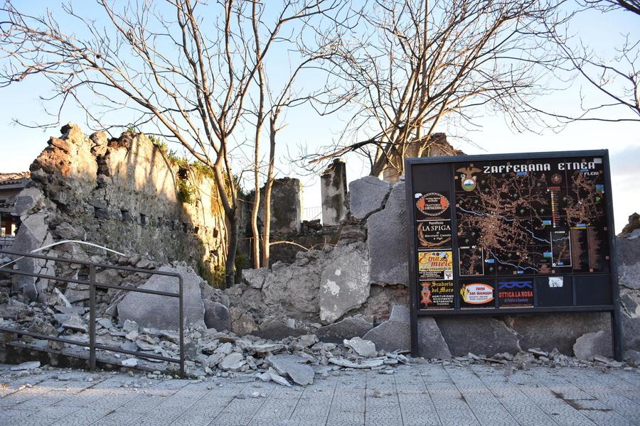 fd9118af81 Σεισμός στην Κατάνια  Κατάρρευση κτιρίων και τραυματίες