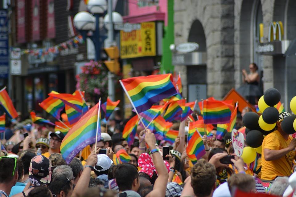 Γκέι σεξ στο νυχτερινό κέντρο διασκέδασης