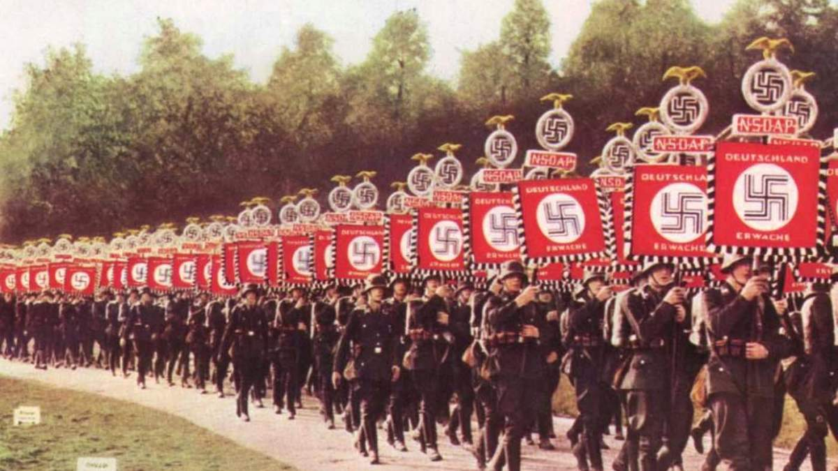 http://im2.7job.gr/sites/default/files/imagecache/1200x675/article/2017/16/225988-nazis_on_parade..jpg