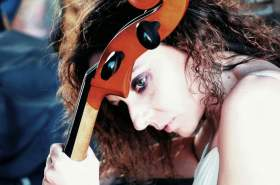 «Η γυναίκα μέσα στο τσέλο»: Tα λεπτά όρια ανάμεσα στην άμυνα, την αυτοδικία και την εκδίκηση