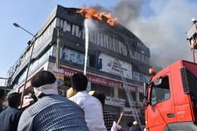 Ινδία: Τουλάχιστον 18 μαθητές σκοτώθηκαν από πυρκαγιά σε κτήριο