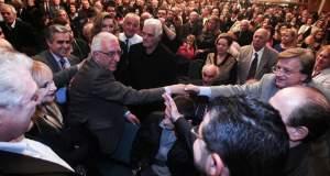 Σε δέκα χιλιάδες αδέσποτα θα βάλει τη φάτσα του ο Κακλαμάνης μετά την άρνηση των ταξί