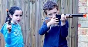 Δεν δωρίζουμε παιχνίδια - όπλα στα παιδιά!