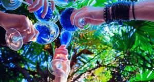 Στην Ισπανία πίνουν... μπλε κρασί! [ΒΙΝΤΕΟ και ΦΩΤΟΓΡΑΦΙΕΣ]