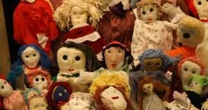 Κούκλες ραμμένες από τις γυναίκες των φυλακών Θήβας