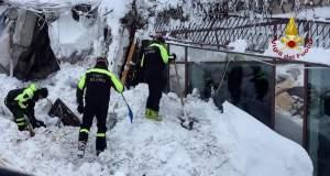 Ιταλία: Όλο και λιγότερες οι ελπίδες για επιζώντες στο ξενοδοχείο που καταπλακώθηκε από χιονοστιβάδα