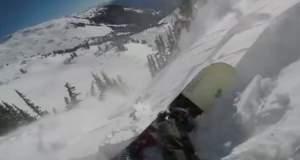 Αυτός ο snowboarder γλίτωσε παρά τρίχα από την χιονοστιβάδα! [ΒΙΝΤΕΟ]
