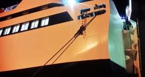 Μετανάστης στην Μυτιλήνη προσπάθησε να μπει στο πλοίο, σκαρφαλώνοντας στον κάβο