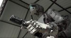 Ρωσικό ρομπότ «Εξολοθρευτής» πυροβολεί, οδηγεί και θα πάει στο διάστημα [ΒΙΝΤΕΟ]