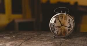 Η πρισματική ολότητα του χρόνου στην ποίηση της Χαμπίπη