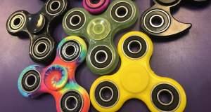 Γιατί τα fidget spinners έχουν γίνει μόδα; [ΒΙΝΤΕΟ]