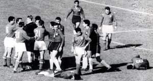 Η μάχη του Σαντιάγκο: Ο πιο «βρόμικος» αγώνας στην ιστορία του ποδοσφαίρου