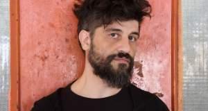 Φεστιβάλ Αθηνών: Το αυτοσαρκαστικό βαριετέ του Σίμου Κακάλα [ΒΙΝΤΕΟ]