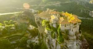 Μοναστήρια στον Ουρανό: Απολαύστε μια πτήση πάνω από τα Μετέωρα [ΒΙΝΤΕΟ]