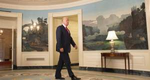 #Charlottesville: Μετά τις παραιτήσεις ο Τραμπ καταργεί τα οικονομικά του συμβούλια