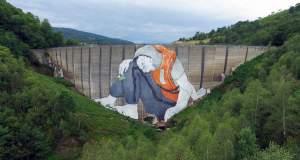 Γιγάντιο γκράφιτι για την προσφυγική κρίση σε φράγμα της Γαλλίας [ΦΩΤΟ]