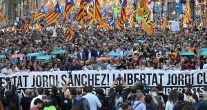 «Κοχλάζει» η Καταλονία - «Ποτάμι» διαδηλωτών στους δρόμους [Βίντεο]
