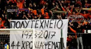 Οι οπαδοί του ΑΠΟΕΛ σήκωσαν πανό υπέρ της χούντας