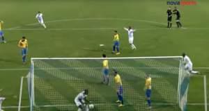 Αποκλεισμός πέντε αγωνιστικών για τον τερματοφύλακα της Λαμίας που αγκάλιασε διαιτητή σε πανηγυρισμό