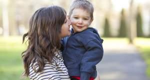 Μονογονεϊκότητα σημαίνει «γονιός μόνος» ;