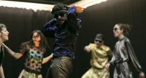 «Risk»: Πέντε χορευτές κυνηγούν το φευγαλέο της ευτυχίας