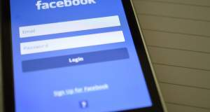 Γιατί μειώθηκε ο χρόνος που περνούν οι χρήστες στο Facebook