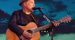Ο Πολ Σάιμον «κρεμάει» την κιθάρα μετά από μισό αιώνα live [Βίντεο]