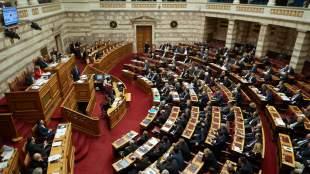 Σφοδρή αντιπαράθεση κυβέρνησης - αντιπολίτευσης για τη συμφωνία στο Eurogroup