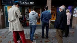 Καταλονία: Οπαδοί της ανεξαρτησίας διαμαρτύρονται αδειάζοντας τα ΑΤΜ