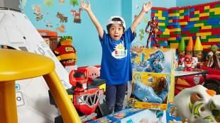 Η παράνοια του διαδικτύου: Ένας 6χρονος έβγαλε εννιά εκατ. από το youtube [BINTEO]
