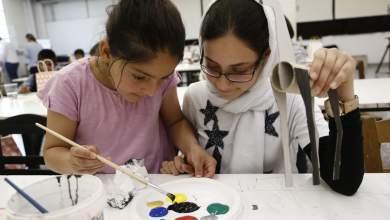 Προσφυγόπουλα ζωγράφισαν και άκουσαν παραμύθια από τον Ευγένιο Τριβιζά [ΒΙΝΤΕΟ]