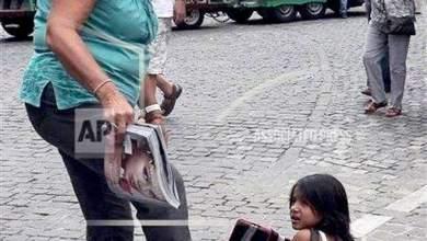 Καταδικάστηκε γυναίκα που κλώτσησε κοριτσάκι γιατί ζητιάνευε στην Ακρόπολη