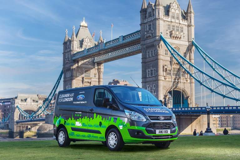 «Επαναφορτιζόμενα» υβριδικά επαγγελματικά Ford για καθαρότερο Λονδίνο