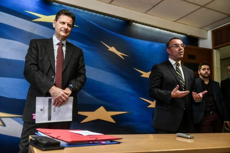 Σε ποιους μοιράζουν τα 37 δισ. των ελλήνων φορολογουμένων;
