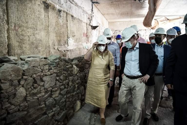 Θεσσαλονίκη: Αποδοκιμασίες Μενδώνη και Καραμανλή στο σταθμό Βενιζέλου