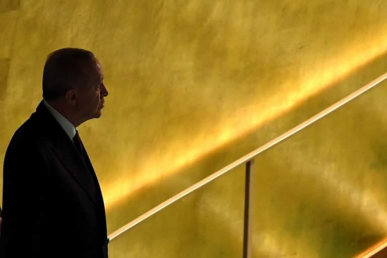 Στα πρόθυρα της χρεοκοπίας η Τουρκία – Δύο εμπόδια για την παραίτηση Ερντογάν