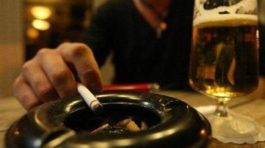 «Πράσινο φως» για χώρους καπνιζόντων σε καζίνο και νυχτερινά κέντρα